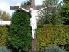 Kruisbeeld op kerkhof