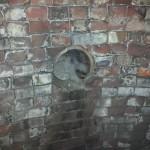 ...een kijkje in de konijnenbunker met de buis waardoor de konijnen naar binnen vielen.....
